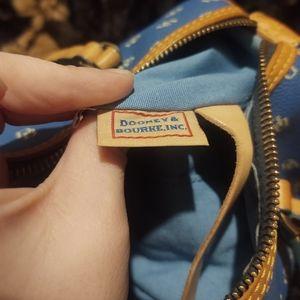 Dooney & Bourke Bags - 💕Dooney an Bourke 💕
